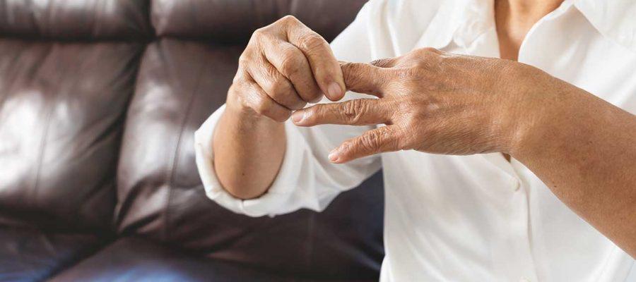 Grčenje mišića u prstima kod starijih osoba je normalna pojava