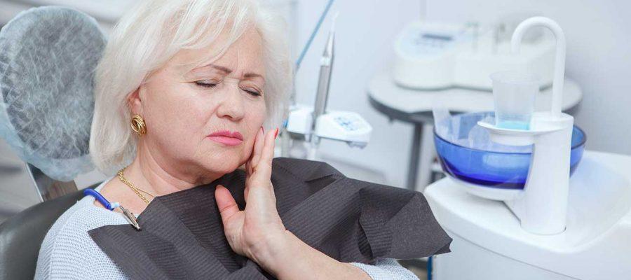 Pojedina zdravstvena stanja mogu uzrokovati osjetljivost zubi, čestu nelagodu kod starijih osoba